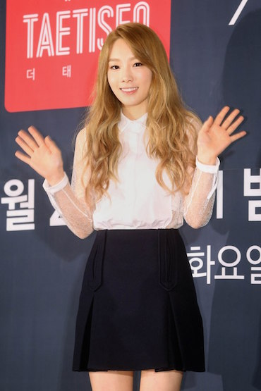 korea korean kpop idols girl group band snsd girls generation tts taeyeon wavy long curly boho hair hippie hairstyles for girls kpopstuf