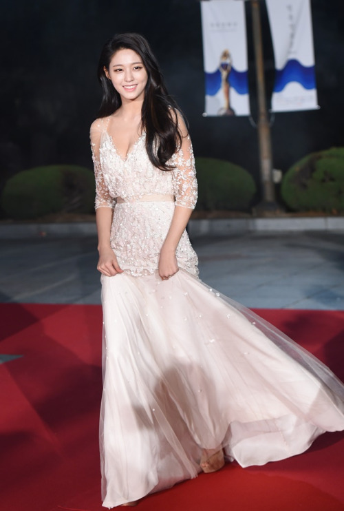AOA SEOLHYUNS DRESS FASHION Kpop Korean Hair And Style