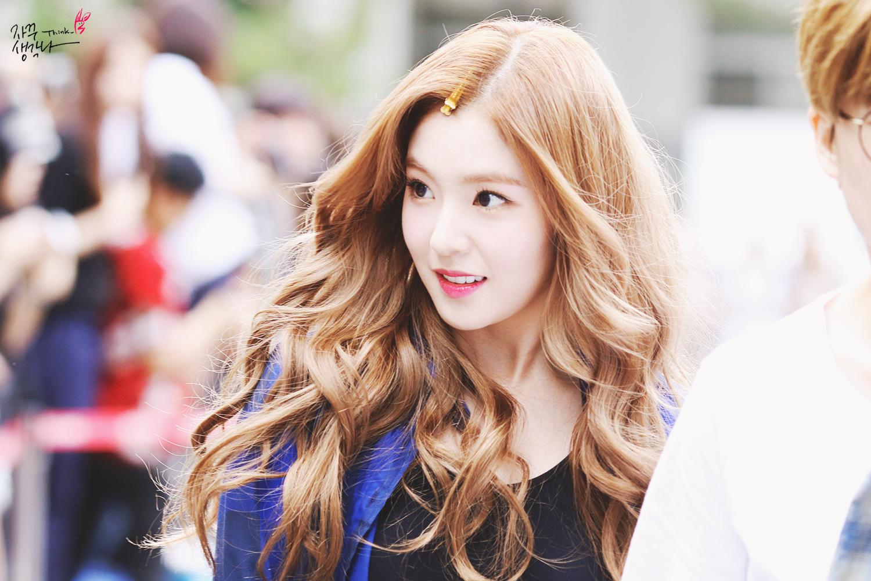 korea korean kpop idol girl band group red velvet irene's wavy hair brown curly waves hairstyles for girls kpopstuff