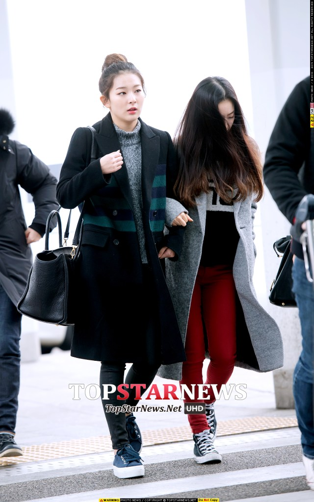 korea korean kpop idol girl band group red velvet seulgi's airport fashion winter turtlekneck jeans coat outfit styles for girls kpopstuff