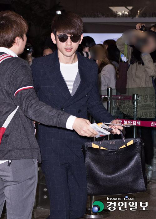 korea korean kpop idol kdrama actor got7 jinyoung's classy fashion dress pants suit sunglasses outfit style for guys kpopstuff