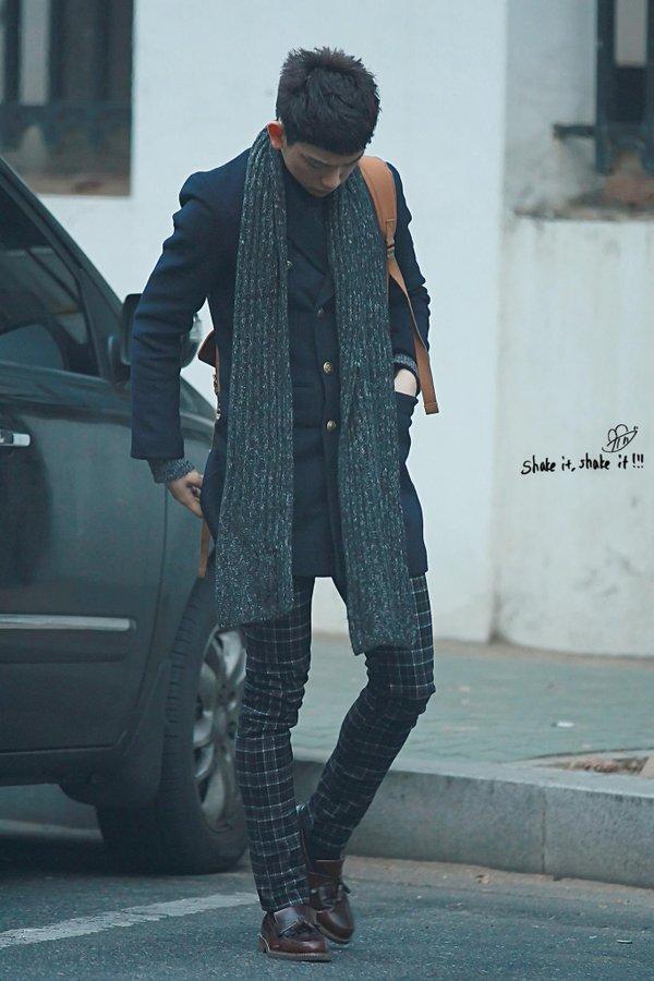 korea korean kpop idol kdrama actor got7 jinyoung's classy fashion patterned dress pants jacket scarf outfit style for guys kpopstuff