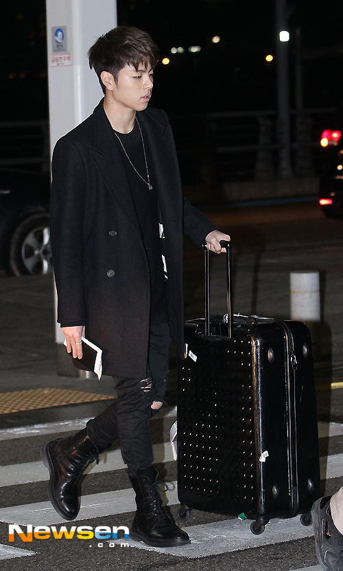 korea korean kpop idol boy band group ikon fashion favorites joonhee chic all black airport look style outfits for guys kpopstuff