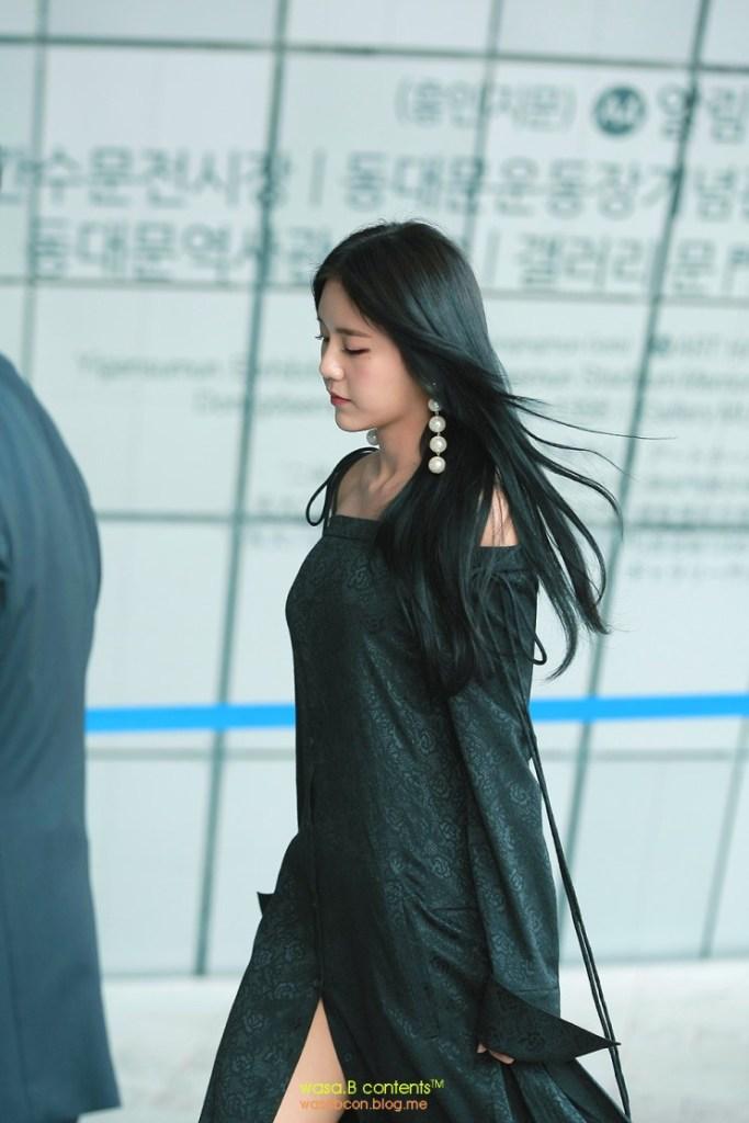 korea korean kpop idol girl group band aoa hyejung's 2017 seoul fashion week style black dress earrings fall winter outfits for girls kpopstuff