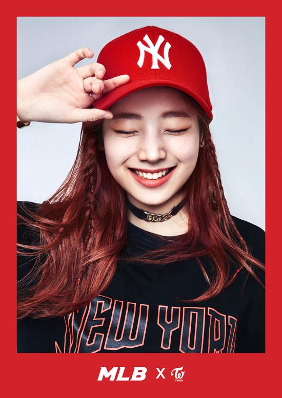 korea korean kpop idol girl group band twice's sporty looks dahyun red and black mlb yankees baseball cap outfit styles streetwear casual fashion for girls kpopstu