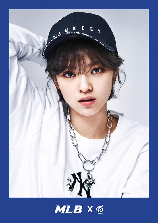 korea korean kpop idol girl group band twice's sporty looks jungyeon jeongyeon black yankees mlb korea cap style outfit streetwear casual fashion for girls kpopstu