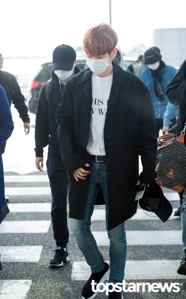 korea korean kpop idol boy band group exo baekhyun's airport fashion white shirt belt denim jeans coat casual styles outfits guys men kpopstuff
