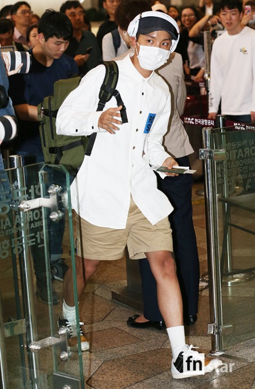 korea korean kpop idol boy band group BTS airport looks bangtan boys jhope khaki shorts style fashion outfits guys men kpopstuff