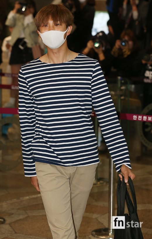 korea korean kpop idol boy band group BTS airport looks bangtan boys rap monster mask striped shirt khaki pants fashion style outfits guys men kpopstuff
