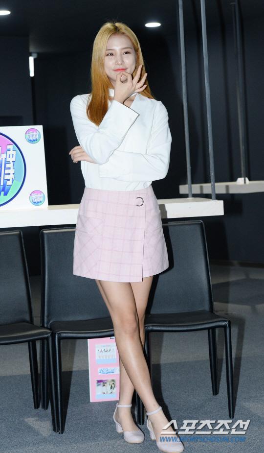 korea korean kpop idol girl group band kdrama actress laboum solbin's blonde hair change golden hair dye colors girls women kpopstuff