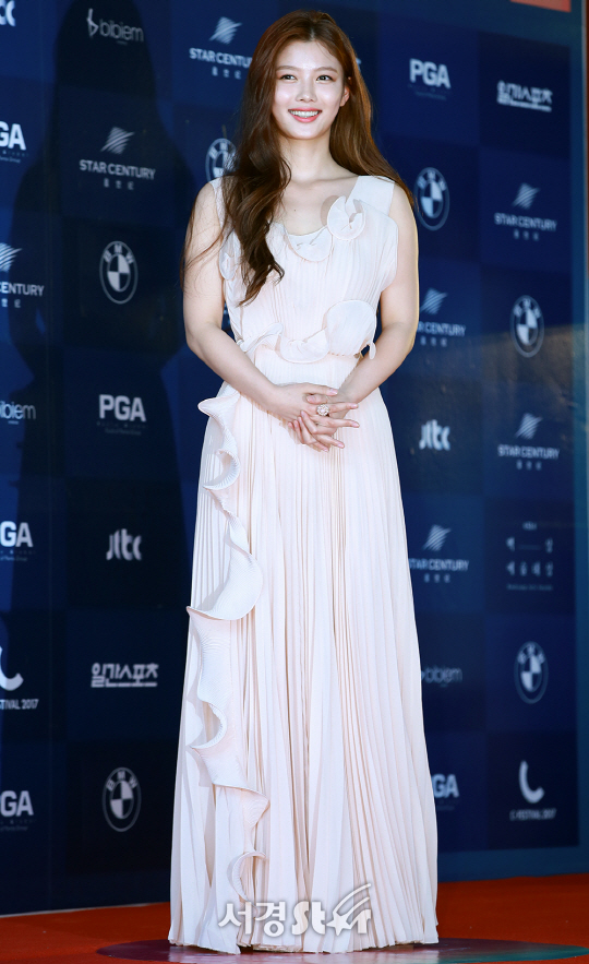 korea korean kpop idol love in moonlight kdrama actress kim yoo jung's dress at baeksang awards night pink elegant dress style fashion outfits girls kpopstuff