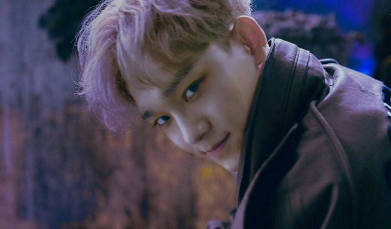 EXO Chen's yellow eye makeup look - dazzling?