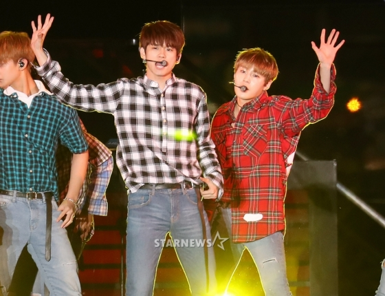 korea korean kpop idol boy band group wanna one's plaid fashion ong seongwoo ha sung hoon gangnam festival casual outfits styles for guys men kpopstuff