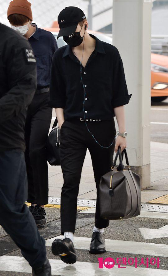 korea korean kpop idol boy band group bangtan yoongi bts suga's black airport fashion casual flightwear styles outfits looks for guys men kpopstuff