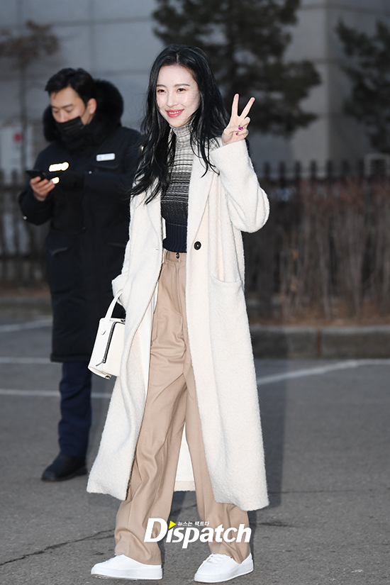 korea korean kpop idol girl group band wonder girls gashina sunmi's winter look cozy sweater turtleneck outfit fashion looks for girls women kpopstuff