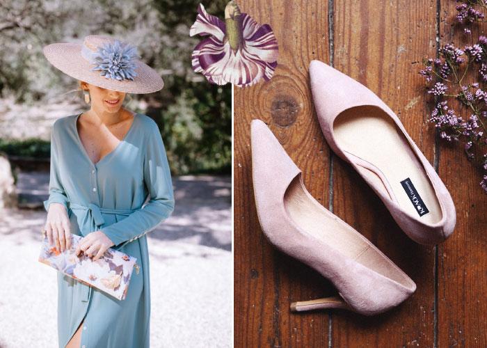 looks boda de dia con vestido midi azul y pamela con zapatos de tacón con puntera rosa palo