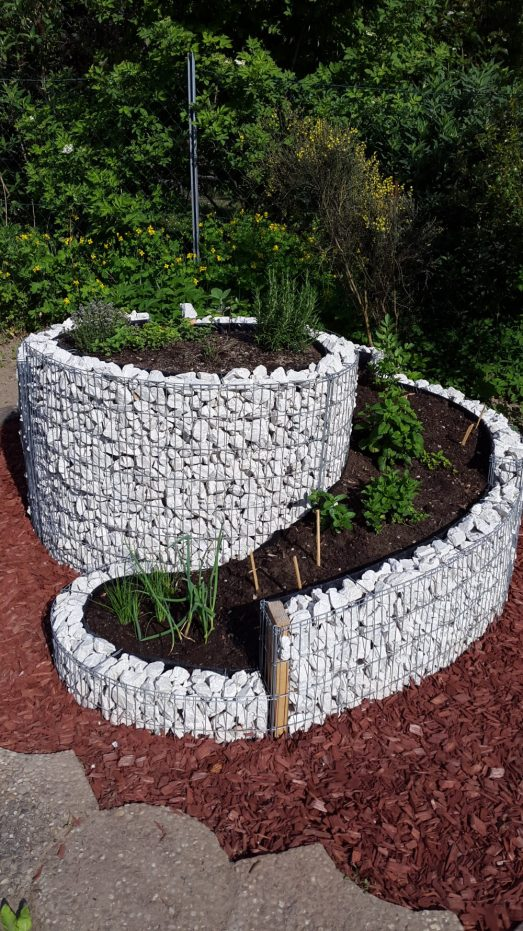 kr uterspirale selbst gebaut mit bauanleitung und bepflanzungsplan kr uter genuss. Black Bedroom Furniture Sets. Home Design Ideas
