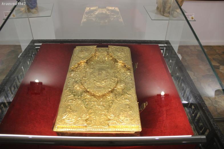 Оклад на Евангелие. Москва, 1758 г.