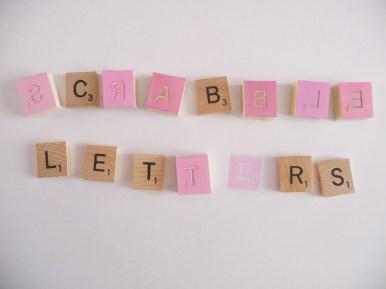 Lettres de Scrabble en tampon en gomme, gravé à la main par Kraftille