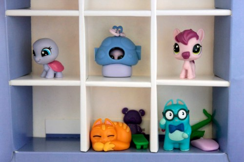 Lost Kitties Unbox and Reveal… Collect and Swap with Littlest Pet Shop and Lock Stars!