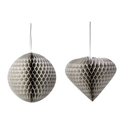 Silver-greyish hanging decor. More swooning...