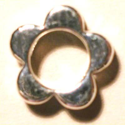 kraal verzilverd open bloem twee gaatjes 9 mm