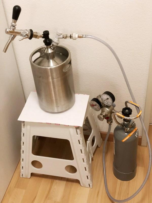 Keg mit Druckverschluss Zapfhahn und CO2 Flasche