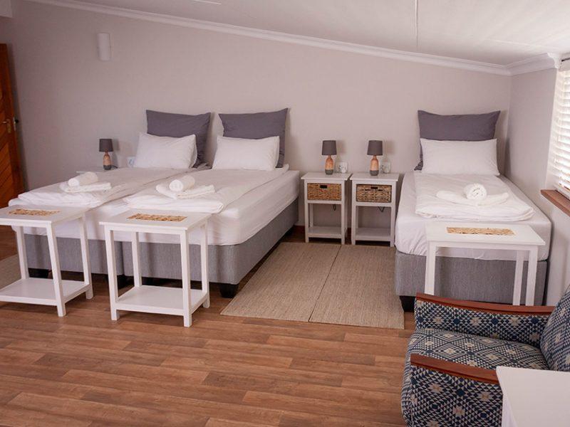 Großes Kingsize Bett und Einzelbett