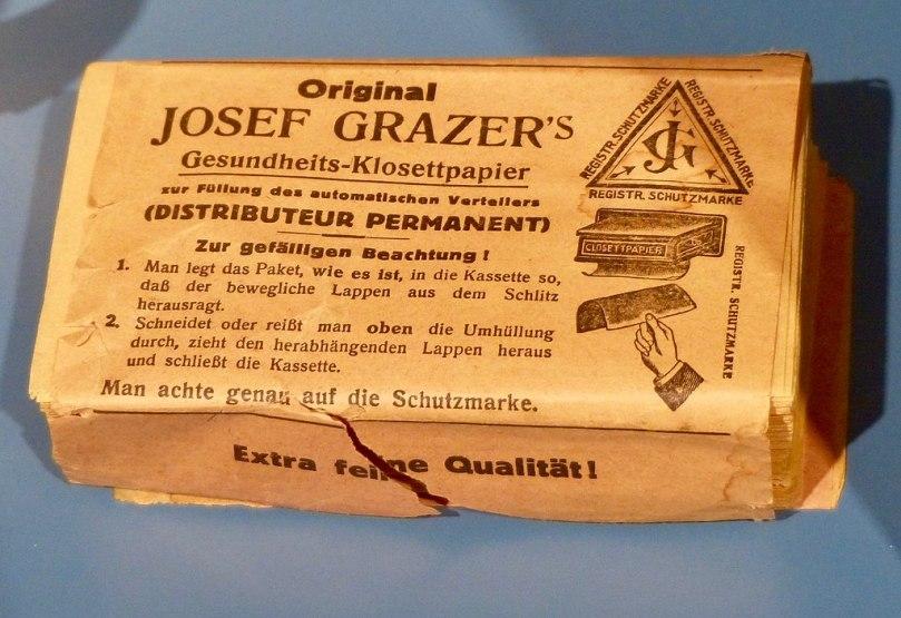 1024px-Hofmobiliendepot_Wien_Toilettenpapier