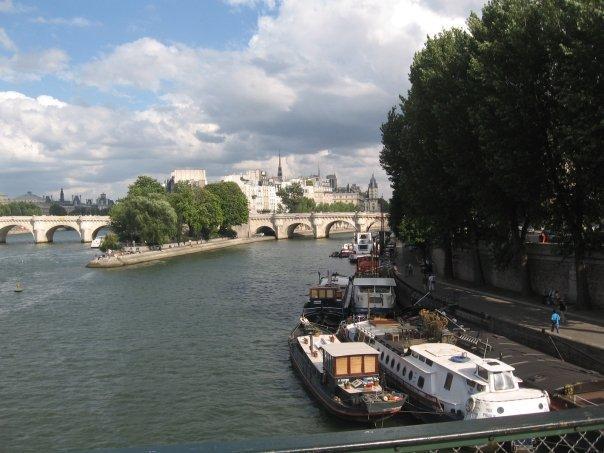 Kotvení pod muzeem Orsay proti Louvru, co by mohlo být lepšího.