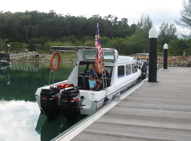 """""""Trajekt"""" neboli člun, který jezdil z Rebaku na Langkawi"""
