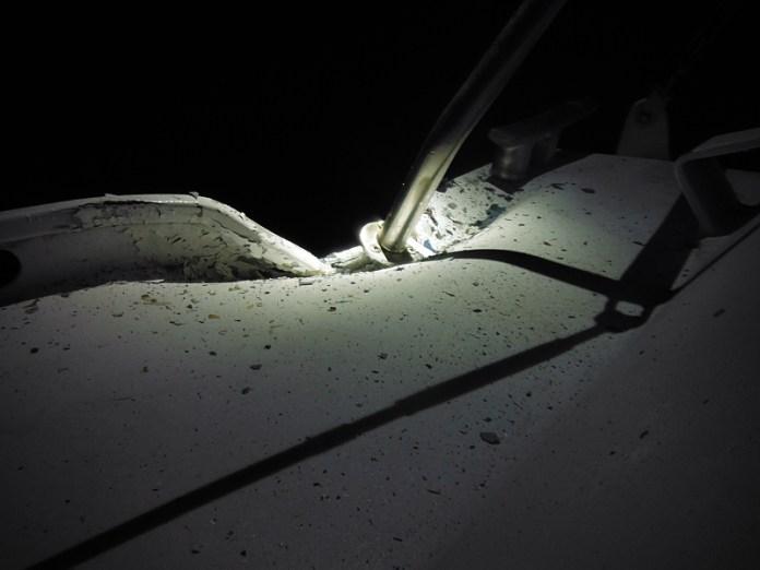 Poškození Esprite. Foceno v noci.