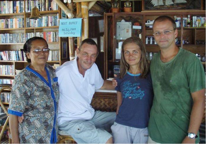 S Cissy a Johnem v klubovně.