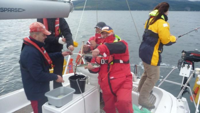 Slavné rybaření a chytání makrel- moc jsme si pochutnali.