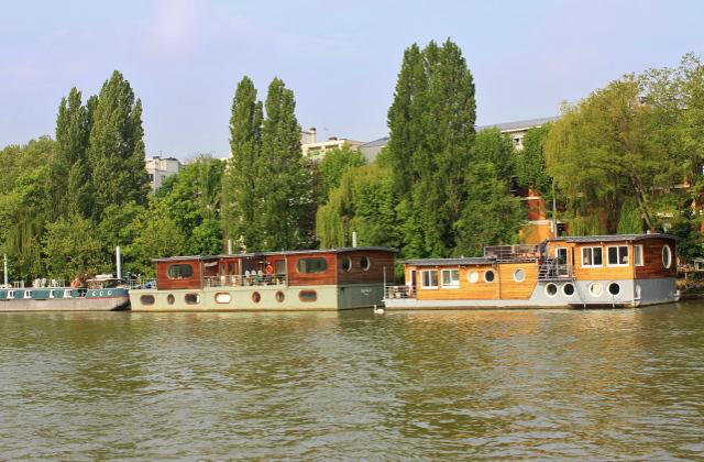 Obytné lodě. Řešení otázky bydlení v Paříži.