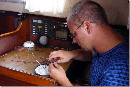 Předrátování starého LED světla v kabině.