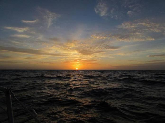 Západy slunce na moři jsou jedinečné.