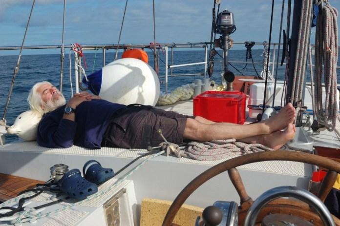 V krásném počasí vypukla na palubě nuda.