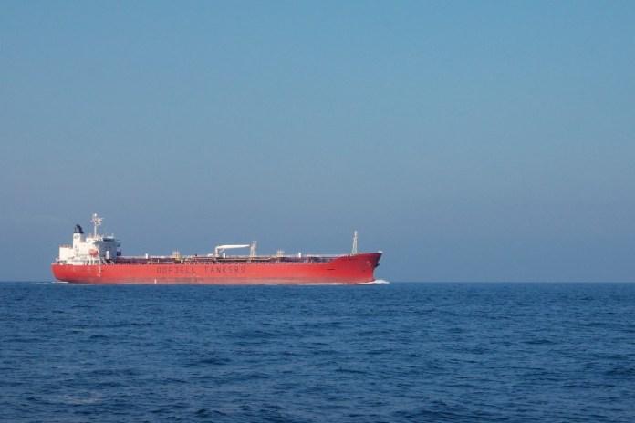 174 metrů dlouhý filipínský tanker Bow Hector.