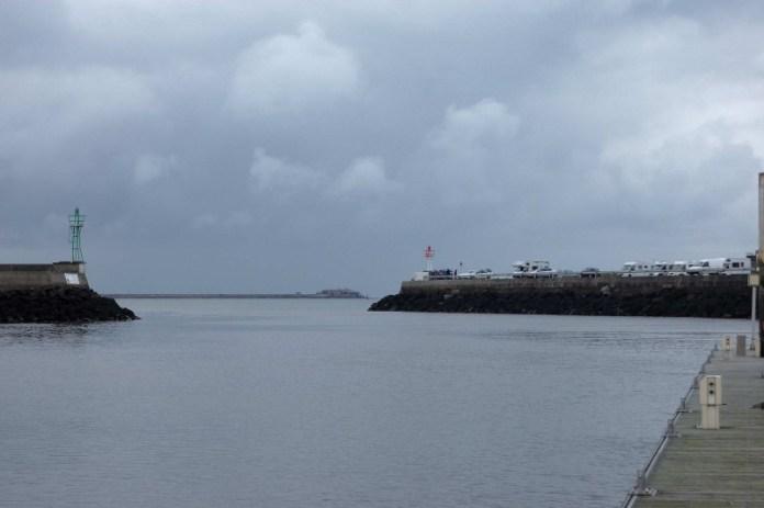 Pohled z maríny na vnější rejdu.