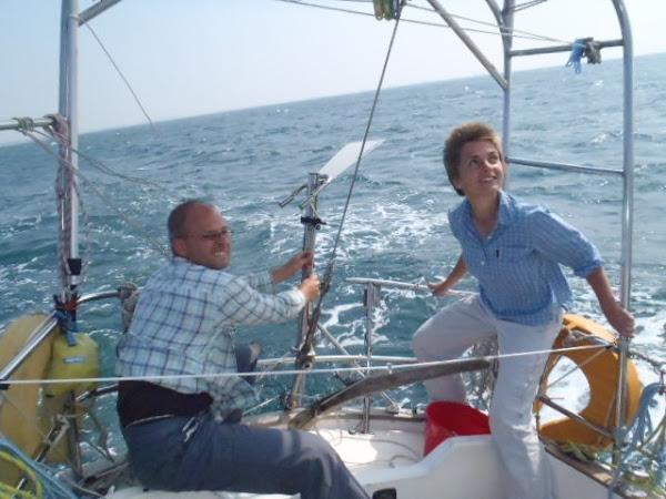 Štelujeme nastavení větrného autopilota - poprvé s jeho pomocí plachtíme s větrem v zádech