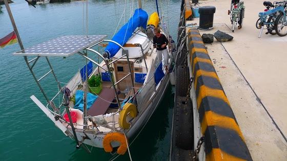 Když jsme se vrátili na loď, byl odliv, snést kola na palubu bylo docela zajímavé...