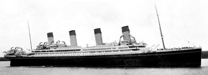 Britannic v barvách společnosti White Star Line (Wikipedie Autor: published on ibiblio.org by Frederic LogghePůvodně soubor načetl Aquitania na projektu Wikipedie vjazyce angličtina – Na Commons přenesl z en.wikipedia uživatel Britannic.
