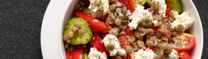 Белковый салат с чечевицей