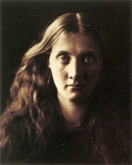 My_niece_Julia_full_face,_by_Julia_Margaret_Cameron