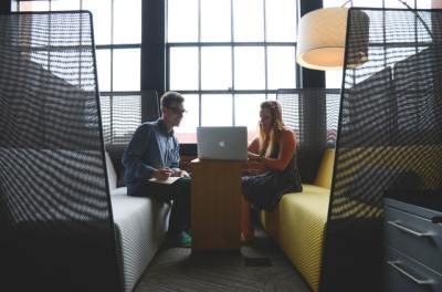 5 Cara Menghilangkan Rasa Minder di Kantor 2