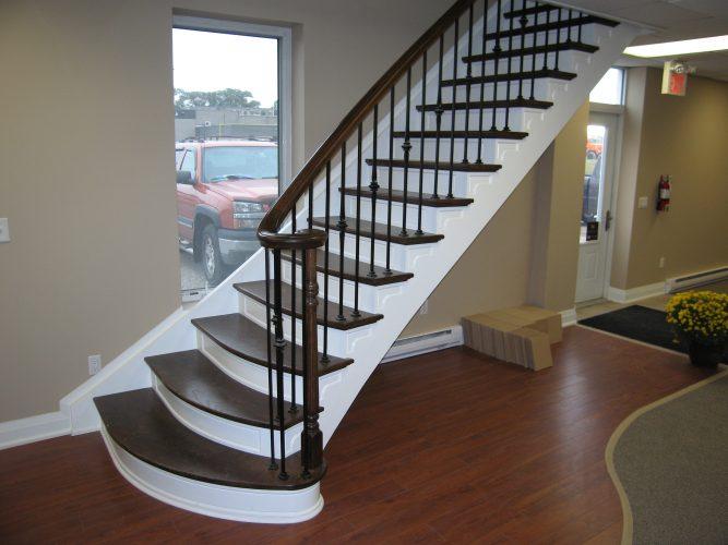 tangga di dalam rumah