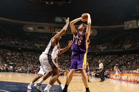 gasol_first_game_as_a_lakers