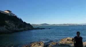 Här tvingas jag bo alldeles ensam med utsikt över Saint Tropezbukten och med snöklädda franska alper i fjärran.