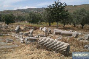 zerborstene Reste von Säulen